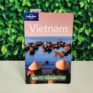 Lonely Planet Discover Vietnam Guide Book